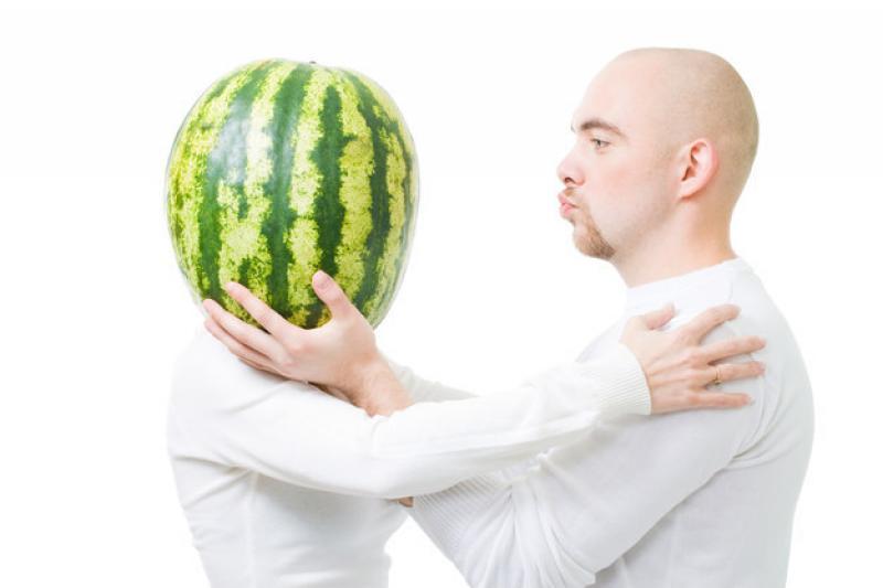 Le foto che STOCK-PHOTOS non venderà mai: L\\\'uomo che seduce i meloni