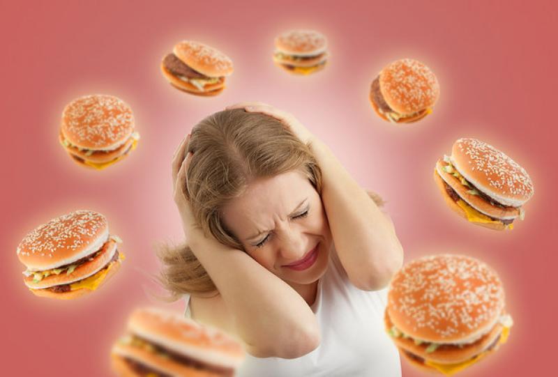 Le foto che STOCK-PHOTOS non venderà mai: La signora con l\\\'ossessione dei panini-fantasma del passato
